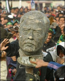 Statue of former Iraqi dictator Saddam Hussein