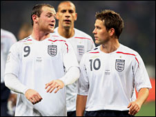 Owen (right) is familiar with a number of Man Utd players already