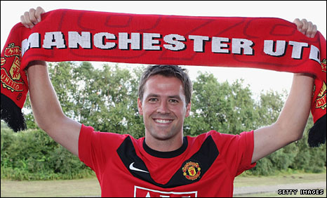 Owen signs for Man Utd