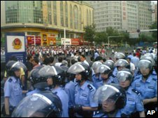 Police on Urumqi street, Xinjiang, 5 June 2009