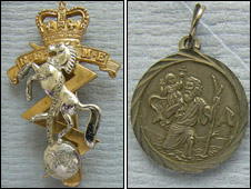 Two items of jewellery [Pic: Sussex Police]