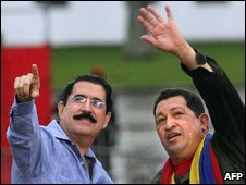"Venezuela""s President Hugo Chavez (R) speaking with Honduran President Manuel Zelaya in Caracas"