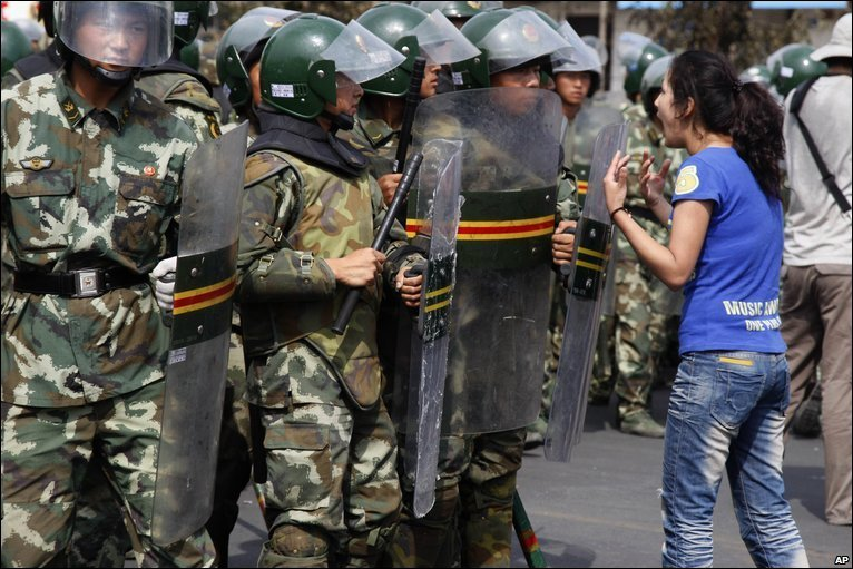 An Uighur woman shouts at riot police in Urumqi, 07/07