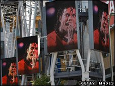Video screens featuring Michael Jackson