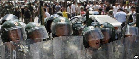 Riot police in Urumqi, 07/07