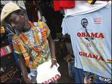 vendor sells Obama t-shirts