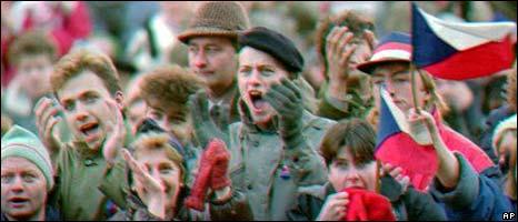 People cheer in Prague in 1989
