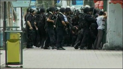 Chinese security forces detain protesters