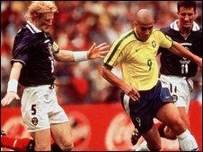 Colin Hendry and Ronaldo