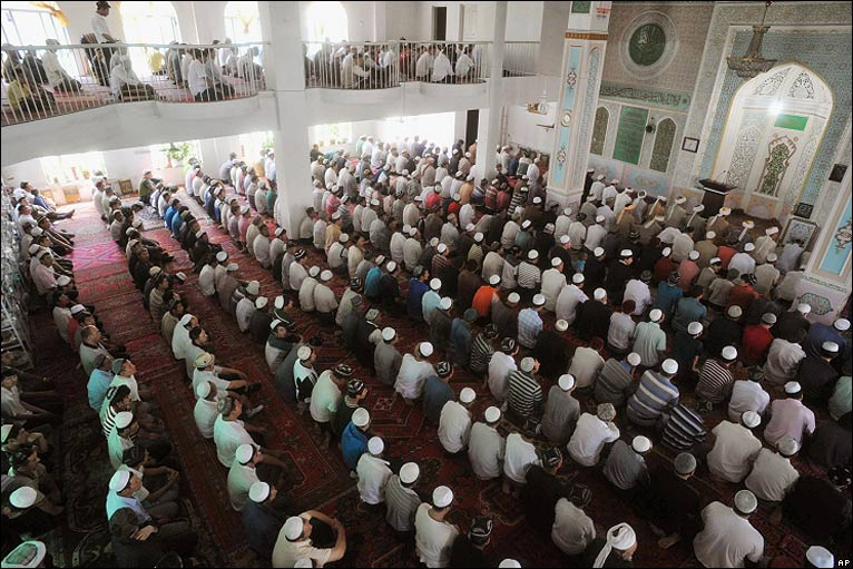 Worshippers at a mosque in Urumqi on 10/7/09