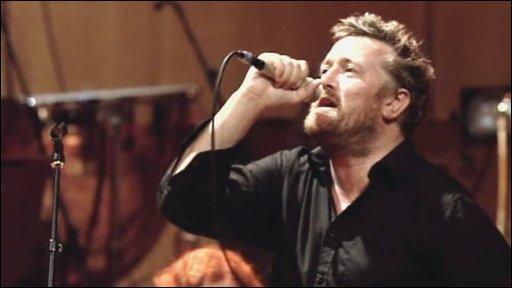 Guy Garvey of Elbow singing