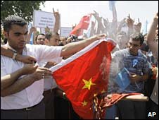 Turkish protesters burn a Chinese flag at a rally in Istanbul. Photo: 10 July 2009