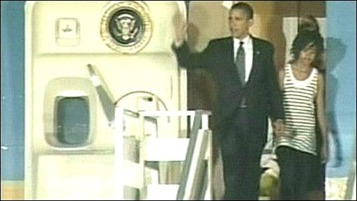 Barack Obama arriving in Ghana