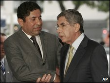 Milton Jimenez, from the delegation of deposed Honduras President Manuel Zelaya, and Costa Rica President Oscar Arias in San Jose, Costa Rica (10 July 2009)