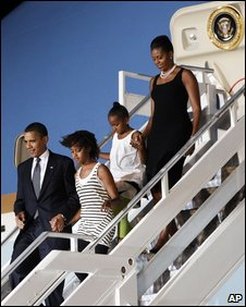 Barack Obama and family arrive in Accra