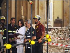 Carla Bruni, wife of the French president, tours the ruins in L'Aquila
