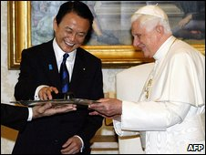 Taro Aso and Pope Benedict 7.7.09