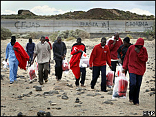 Migrants after arriving on Tenerife (29 March 2009)