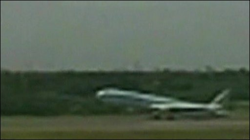 Boeing 777 landing on its tail