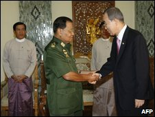 UN Secretary General Ban Ki-moon (right) shakes hands with Burmese general Than Shwe in Nay Pyi Taw, 4 July