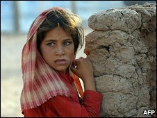 A young girl awaits transport home from the Jalozai Camp in Nowshera