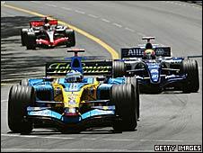 Fernando Alonso's Renault leads Mark Webber's Williams and the McLaren of Kimi Raikkonen at Monaco in 20-06