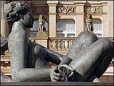 Victoria Square statue