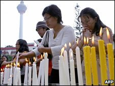 Christians light candles outside a church in Kuala Lumpur - file photo 25/12/2006
