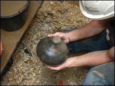 Roman pot found at Silchester