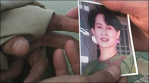 Hands holding a picture of Aung San Suu Kyi
