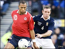 Norway's John Carew is challenged by Scotland's David Weir