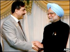 Pakistani Prime Minister Yousuf Raza Gilani (L) shakes hands with Indian Prime Minister Manmohan Singh