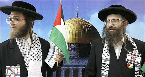 Anti-zionist ultra-orthodox Jews in front of a picture of Dome of the Rock mosque, during Gaza visit