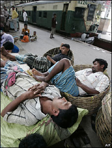 Stranded railway passengers at station in Calcutta, 17 July 2009