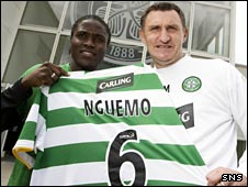 Landry N'Guemo with Celtic manager Tony Mowbray