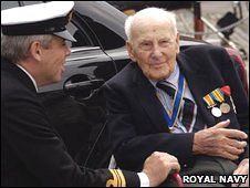 Lt Cdr John Scivier and Henry Allingham