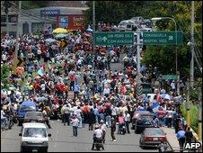 Pro-Zelaya protesters in Tegucigalpa, Honduras (18 July 2009)