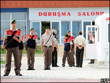 Soldiers outside Silivri prison (20 July 2009)
