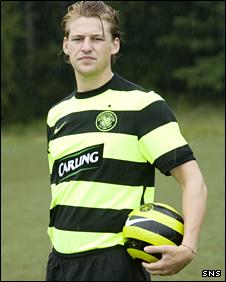 Glenn Loovens models the new Celtic away strip