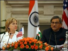 Hillary Clinton and SM Krishna at the news conference where they announced the new defence pact