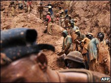 Workers in a gold mine n Chudja, near Bunia, file image 