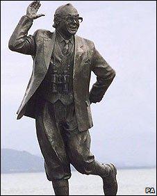 Eric Morecmabe statue