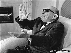 Igor Stravinsky clapping