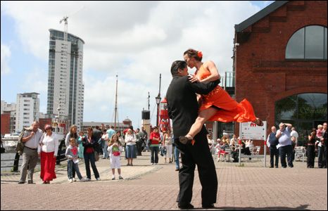 Aisha and Victor from Buenos Aires perform the tango in Dylan Thomas Square, Swansea, as part of the Taliesin Dance Days Festival.