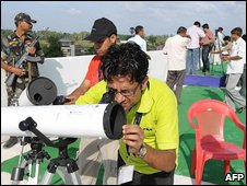 Indian astronomers set up telescopes in Taregna, near Patna, India, 21 July 2009
