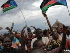 Residents of Abyei wave flages in celebration, 22/07