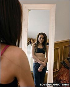 Kianna standing in front of a mirror