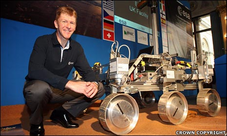 Tim Peake with a Mars rover prototype (Crown Copyright)