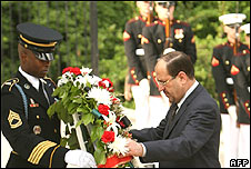Iraqi PM Nouri Maliki lays a wreath at Arlington Cemetary Virginia
