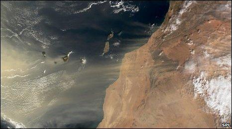 Sandstorm, west Africa (SPL)